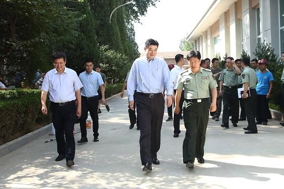 马健峰董事长检查中央警卫团重点工程